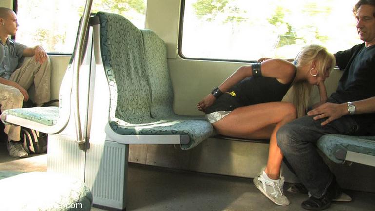 Женщина возбудилась в маршрутке