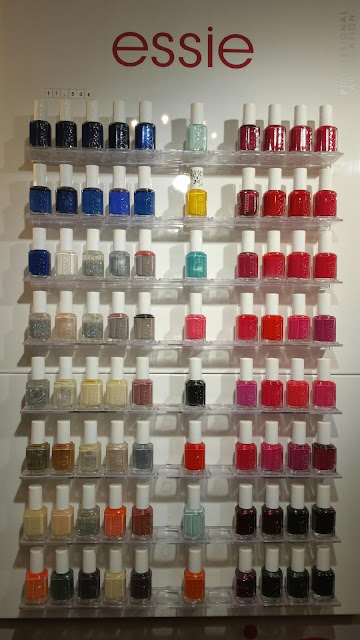 Présentoir complet des vernis Essie proposés au Studio 54, avec la nouvelle collection été 2016,  en application professionnelle, 11,50 € le flacon.