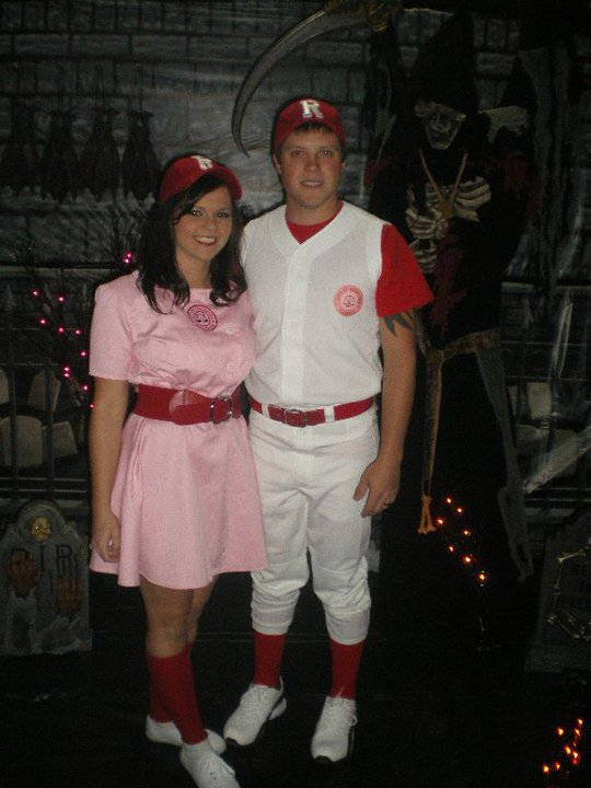 Halloween Costumes For Family Of 3 And Pregnant.Pregnant In Converse Family Costumes My Fav