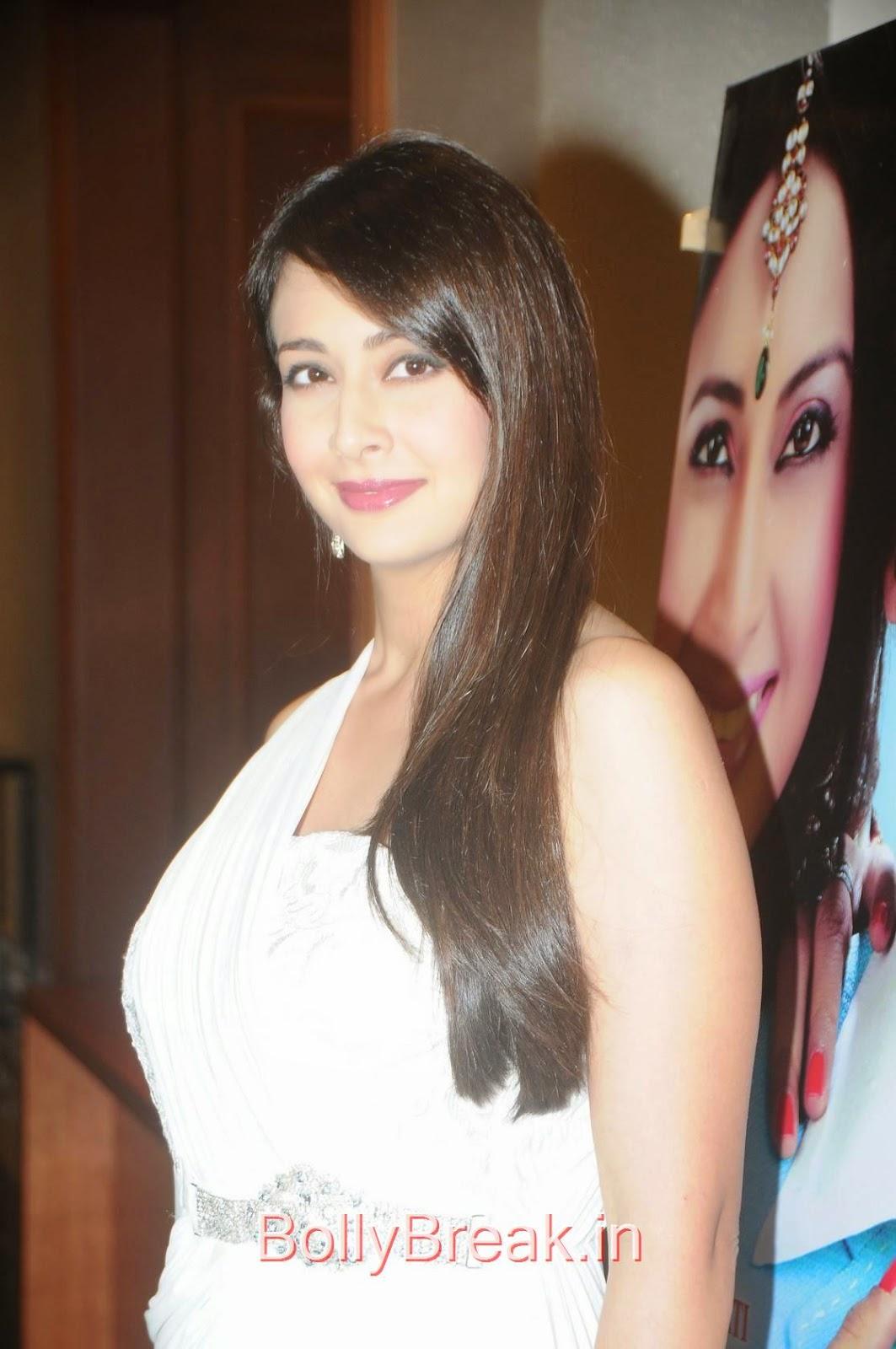 Preeti Jhangiani Photoshoot Stills, Preeti Jhangiani Hot Pics in white dress from Kaash Tum Hote Trailer Launch