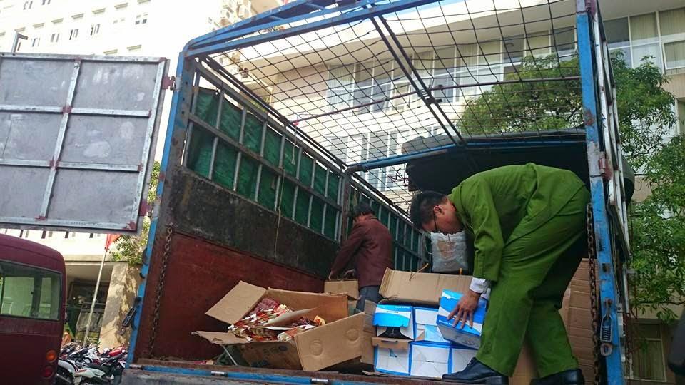 Liên tiếp phát hiện 40 tấn hàng lậu tuồn về Hà Nội