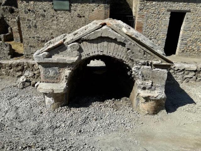Pompeii: 'Fresco of Prosperity' in the House of Priapus rediscovered
