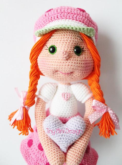 Çilek Kız Kostümlü Bebek-Amigurumi Strawberry Girl Costume Doll