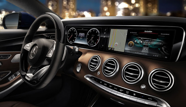 Tay lái Mercedes S500 4MATIC Coupe thiết kế 3 chấu, bọc Da, ốp Gỗ