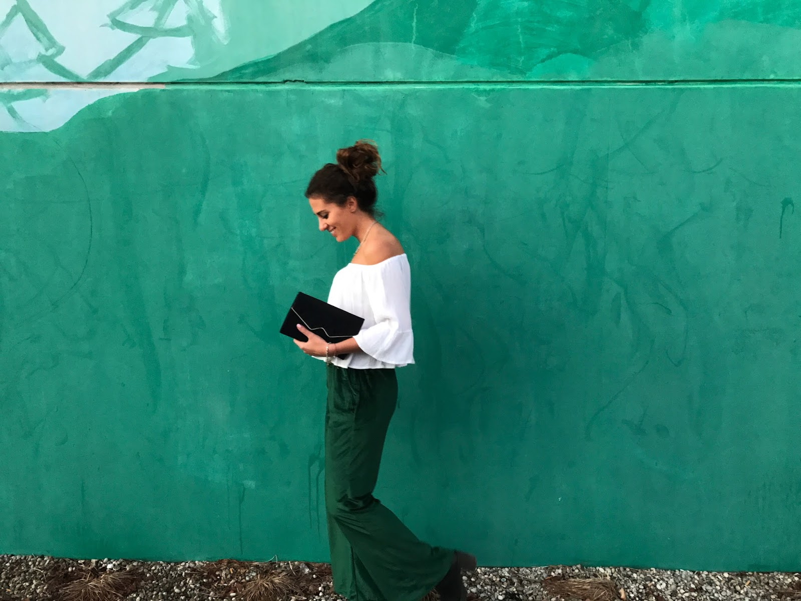 velvet outfit, luxurious fabric, a reminiscent of noble times, fashion need blog, valentina rago, velvet outfit inspiration christmas, velvet outfit inspo, fashion blogger