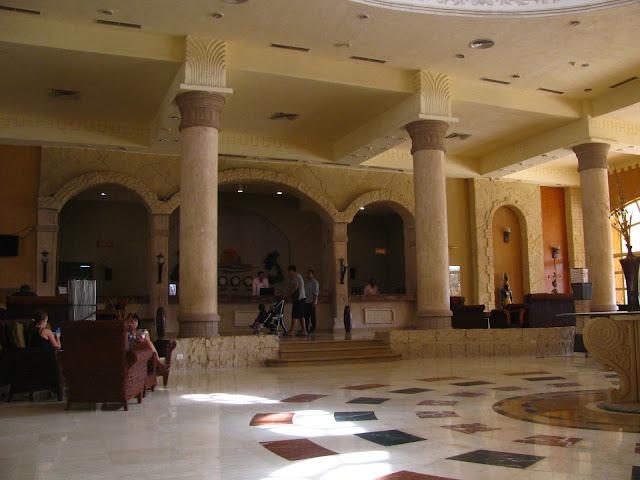 ресепшен отеля Regency Plaza