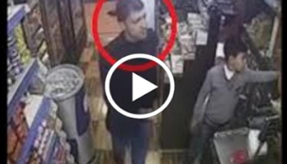 بالفيديو شاهد أذكى سرقة في العالم وصاحب المحل لم يفهم شيء شاهد كيف حدث ذلك ؟
