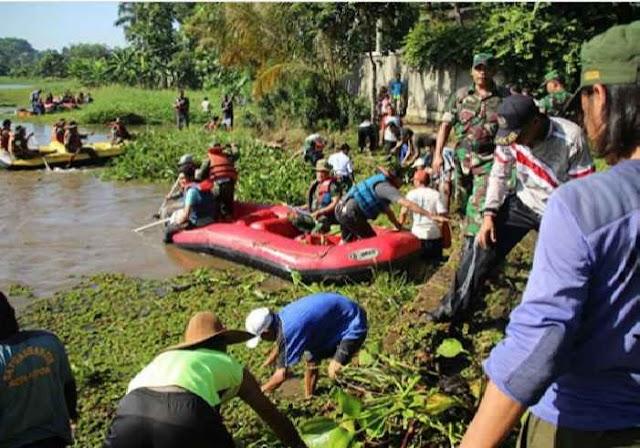 Pemkot Bersama Gemmes Bersihkan Situ Bojongsari
