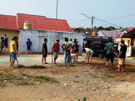 Warga Griya Tebing Pratama Antusias Gotong Royong