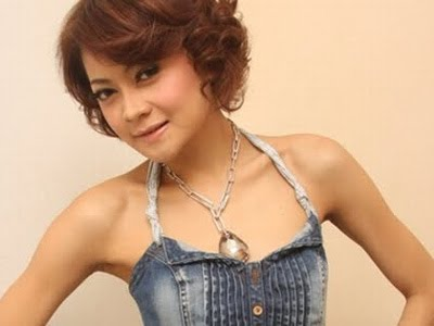 Video Clips bombastic Dewi Pertiwi Indah