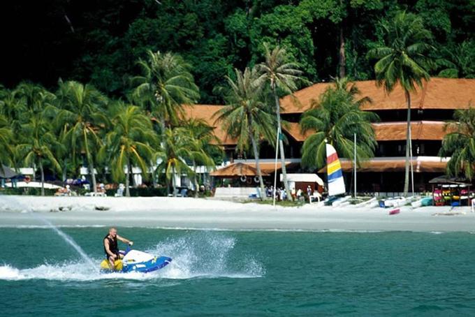 Pantai Puteri Dewi atau Pantai Emas Pulau Pangkor