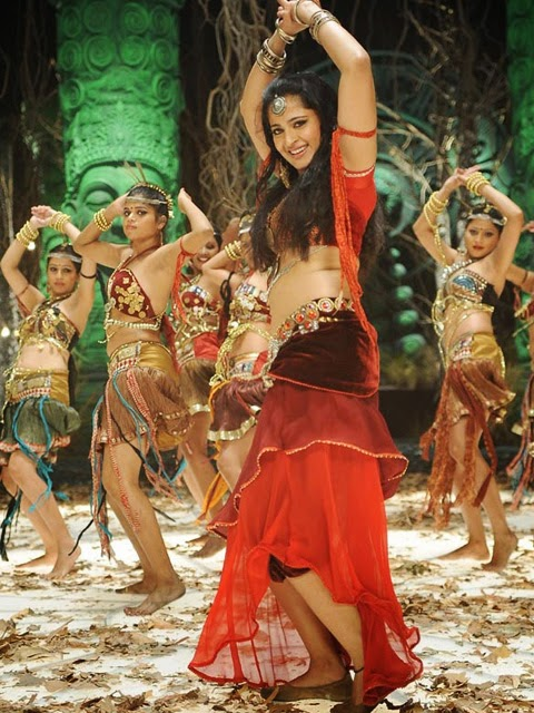 Anushka Shetty sexy dance moves, Anushka Shetty hot in red