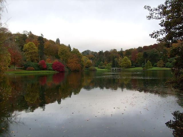 Lago de los Jardines de Stourhead.