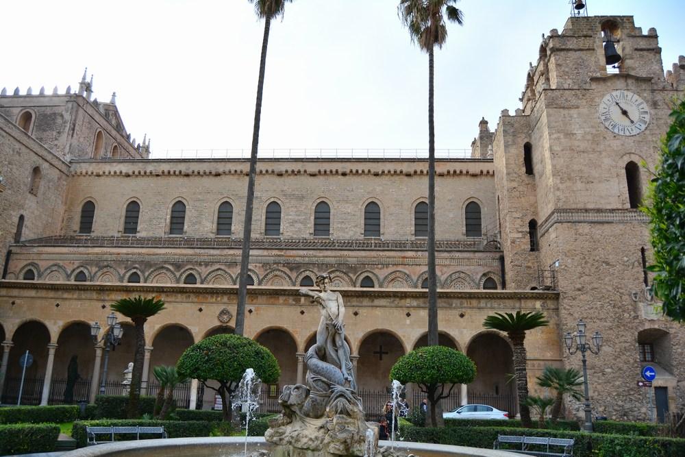 Extérieur massif de la cathédrale Monreale