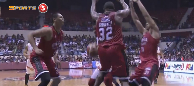 Japeth Aguilar's HUGE Rejection On Eugene Phelps (VIDEO)