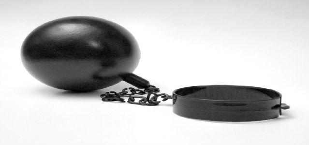 bola de ferro com grilhão, bola de prisioneiro