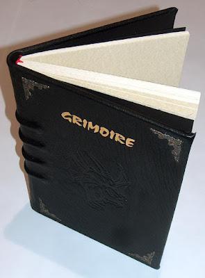 Grimoire papier parchemin