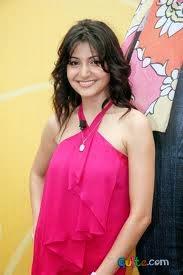 Anushka Sharma hot bikini Wallpaper in HD