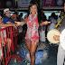 Cintia Mello, Maísa Magalhães e apresentadora Daniela Albuquerque curtem noite de samba