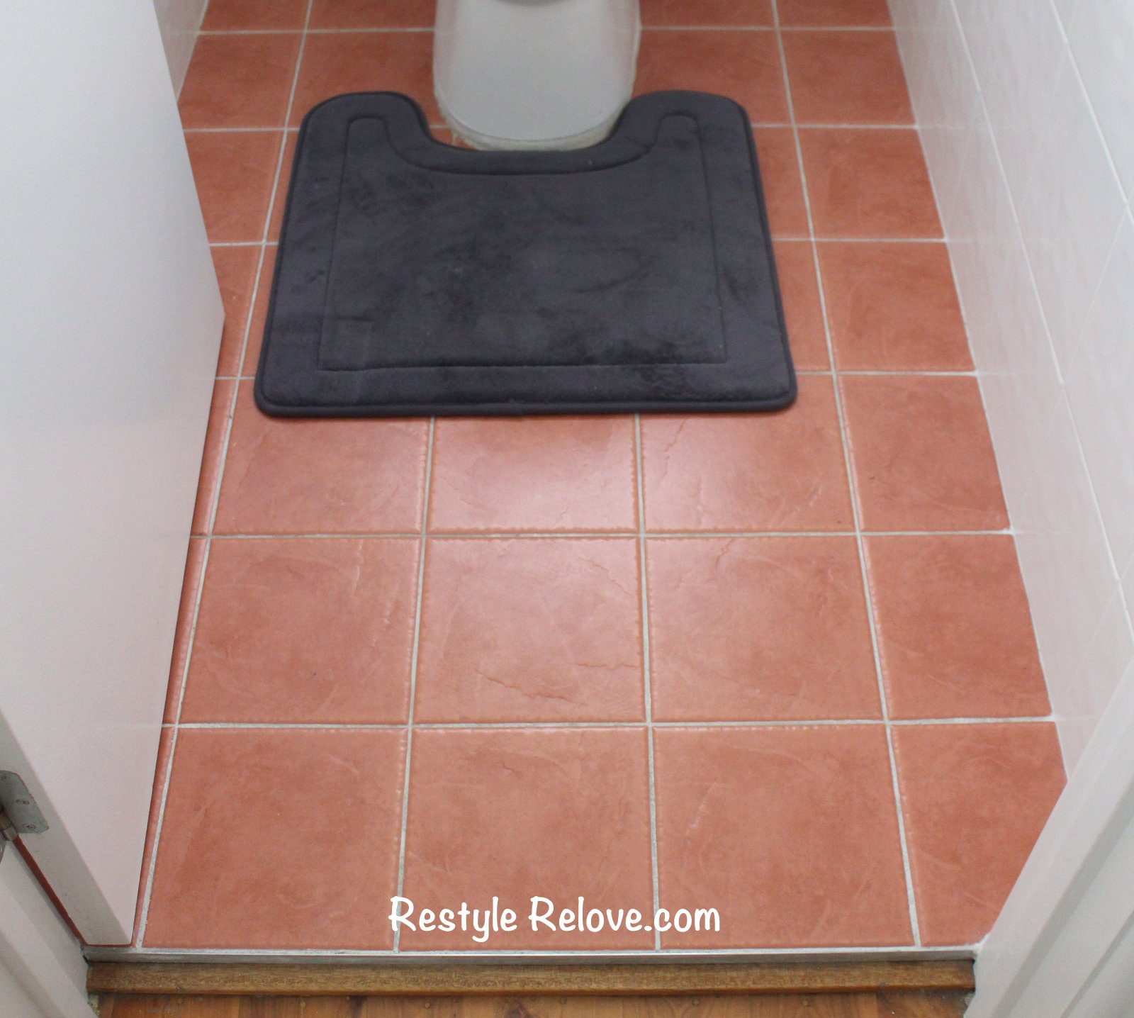 Terracotta Bad toilet and bathroom restyled in terracotta and blue