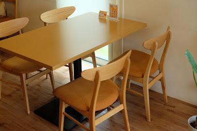 CafeDazy テーブルと椅子