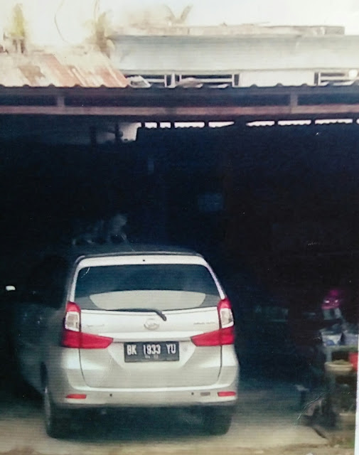 Mobil Xenia BK 1933 YU milik Rian Adriadi saat terparkir di rumah BC di Cikampak, Kecamatan Torgamba, Kabupaten Labusel.