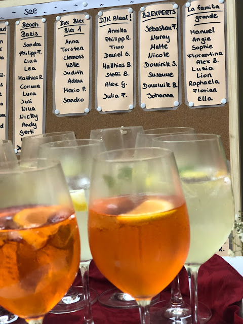 Aperol Sprizz und Hugo zum Hochzeitsempfang, vielen Dank für die Blumen, Berggasthof Pflegersee, Hochzeitslocation, wedding venue, Hochzeitsplaner, wedding planner, wedding coordinator, 4 weddings & events, 4weddings&events, Garmisch-Partenkirchen, Bayern, Germany, Berghochzeit, Gipfelglück, heiraten in BayernBerggasthof Pflegersee, Hochzeitslocation, wedding venue, Hochzeitsplaner, wedding planner, wedding coordinator, 4 weddings & events, 4weddings&events, Garmisch-Partenkirchen, Bayern, Germany, Berghochzeit, Gipfelglück, heiraten in Bayern