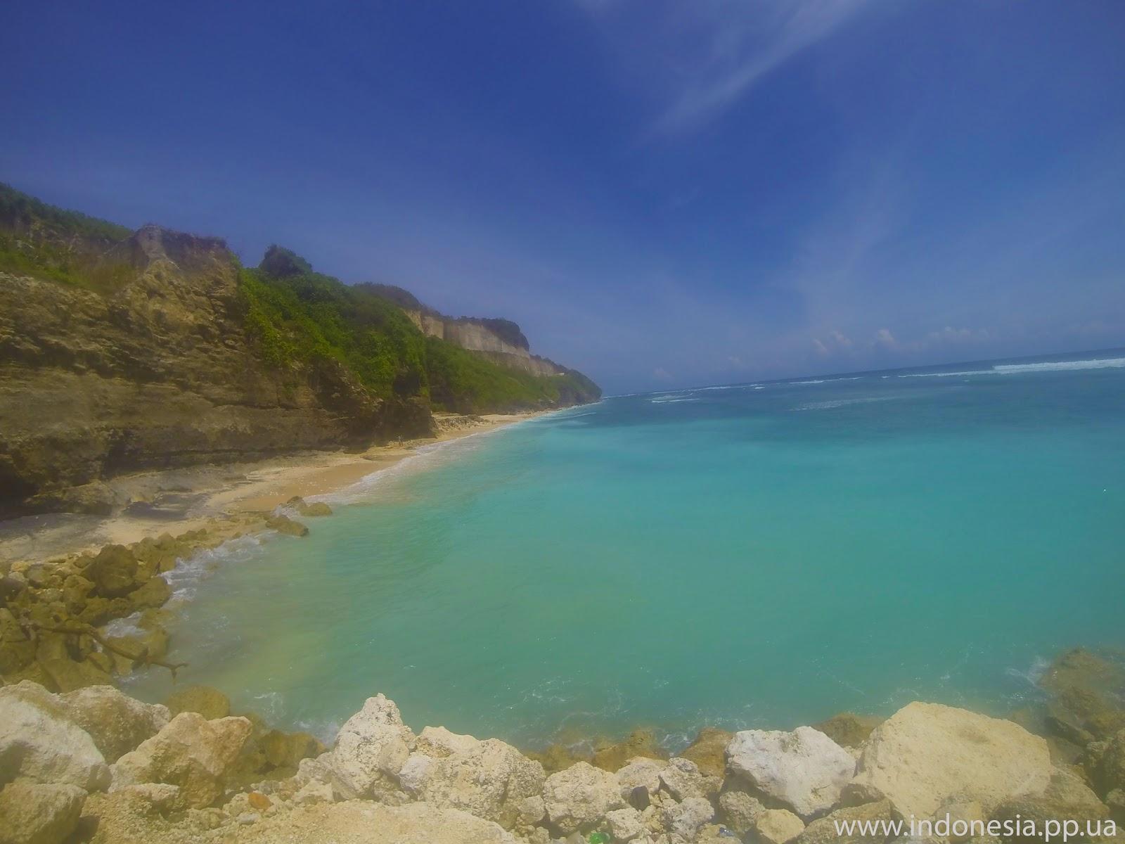 На безлюдном пляже Бали