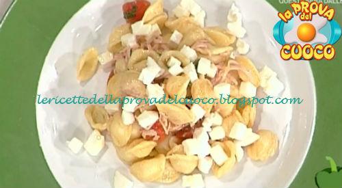 Orecchiette pomodori e mozzarella con julienne di tacchino ricetta Bertol da Prova del Cuoco
