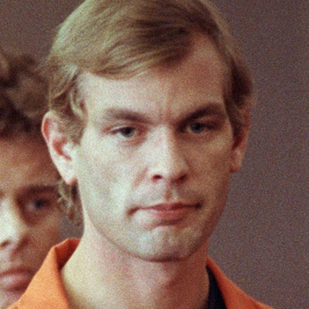 Huyền Thoại Kẻ Sát Nhân Ăn Thịt Người Vùng Milwaukee Jeffrey Dahmer (hay The Milwaukee Man-Eater, The Milwaukee Ruhr Cannibal)