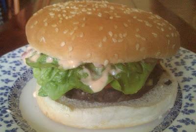 Hamburguesa vegana de judías negras con salsa de chipotle receta vegana vegetariana comino cilantro tortilla chips light comida