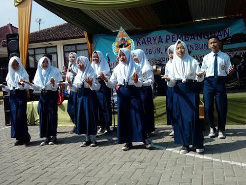 Pertunjukan Rakyat V Digelar di SMP Karya Pembangunan Ibun