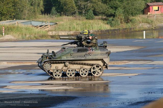 Resultado de imagen para wiesel tank + helicopter