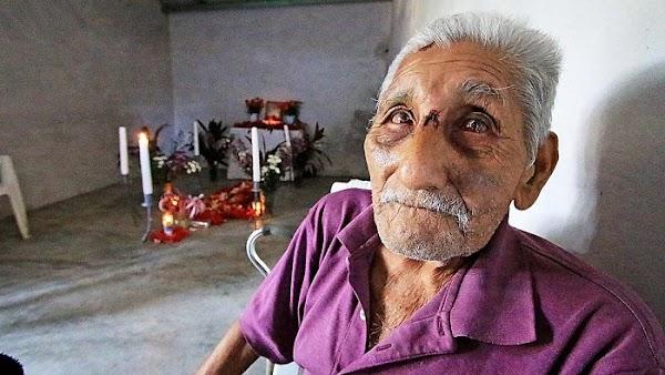 Don Gregorio no logra conciliar el sueño, no pudo rescatar a su hijo con vida