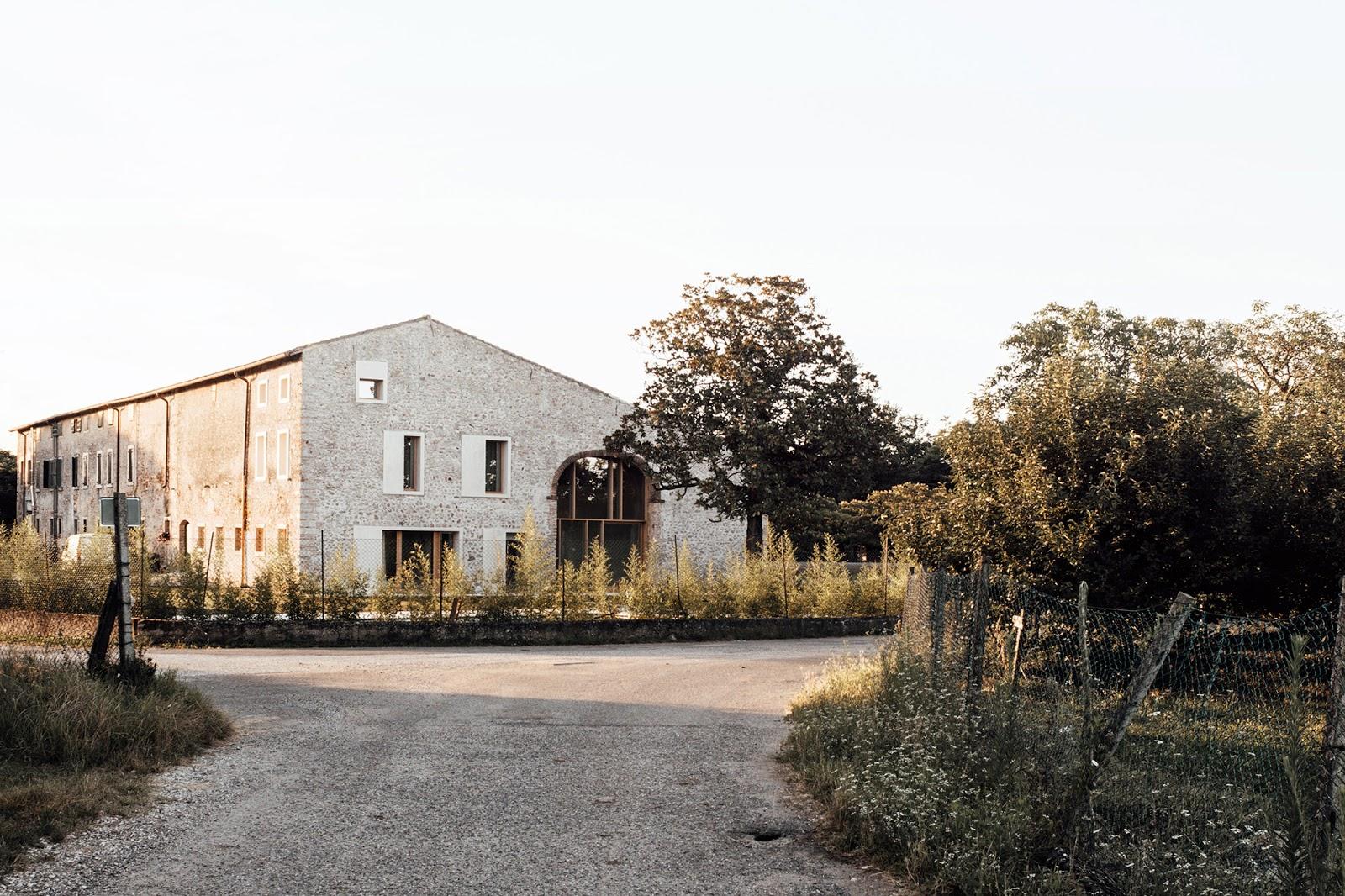 Esterno Casa Di Campagna casa di campagna in stile rustico e contemporaneo a verona