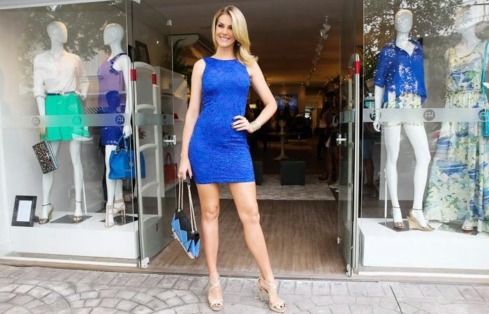 Na manhã desta quarta-feira (12), Ana Hickmann chegou toda poderosa para a  inauguração de sua primeira loja física na Lapa, zona oeste de São Paulo. ecf7f3ee4a