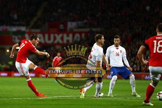 Bale Melesatkan Tendangan Kaki Kirinya