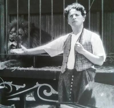 """Чарли Чаплин на съемках """"Цирка"""""""