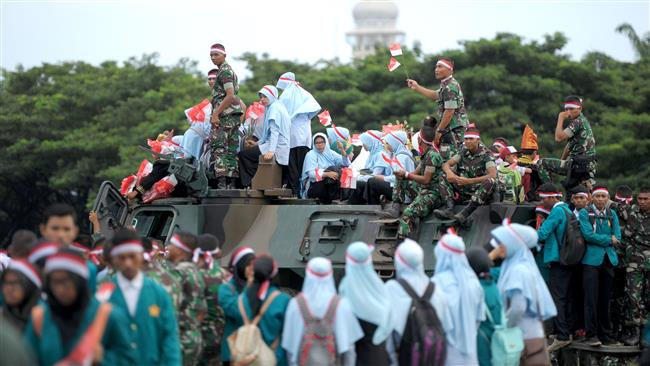 Indonesians take to streets to call for peace before Muslims rally
