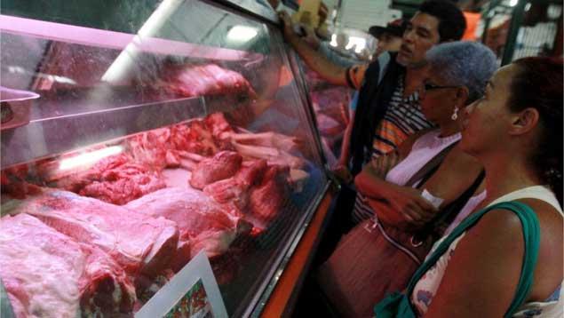 Aparecieron algunos pollos y algo de carne, pero a precios imposibles de comprar