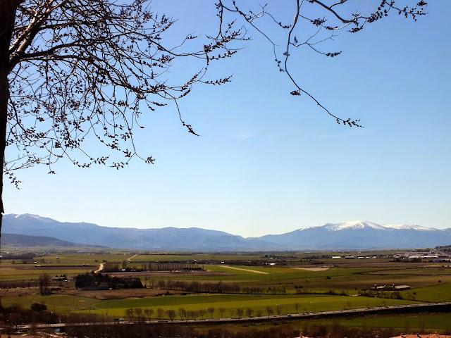 Vistas de las montañas desde la muralla de Ávila