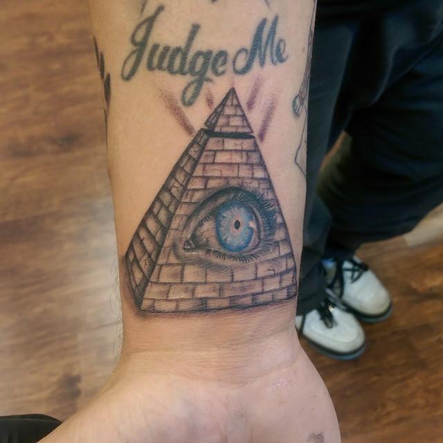 Tatuajes De Pirámides Diseños Y Su Significado Belagoria La Web