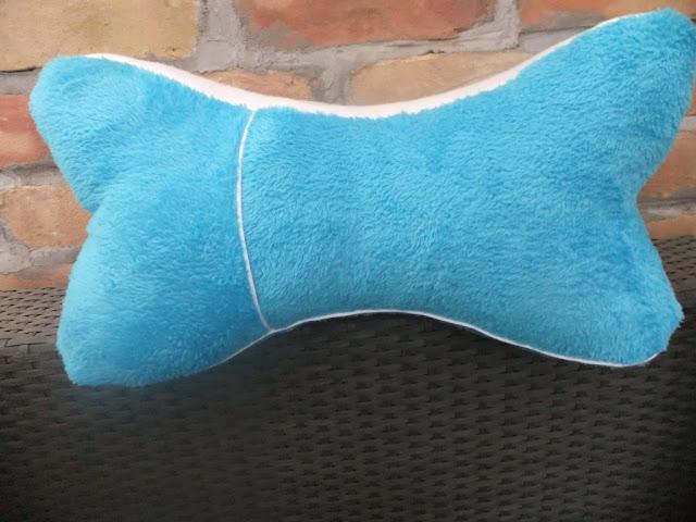 Leseknochen türkis mit kleiner Tasche
