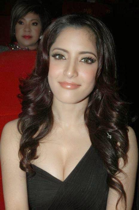 Meenakshi Pics, Actress Meenakshi Hot Photo Gallery in Black Dress