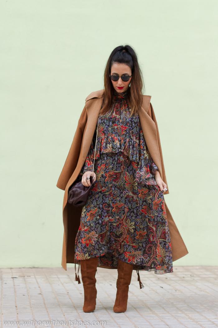 Blogger influencer de moda embarazada con ideas para vestir durante el embaraz