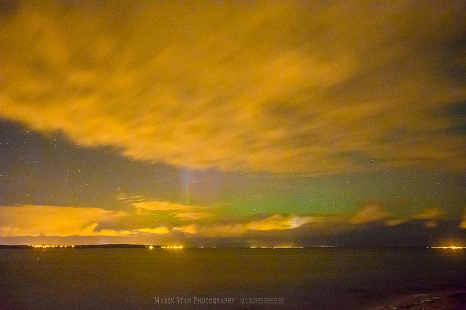 Zorza polarna sfotografowana w noc z 25 na 26.10.2016 r. Okolice Klifu w Pierwoszynie i z Rewy, pomorskie. Autor: Marek Stan