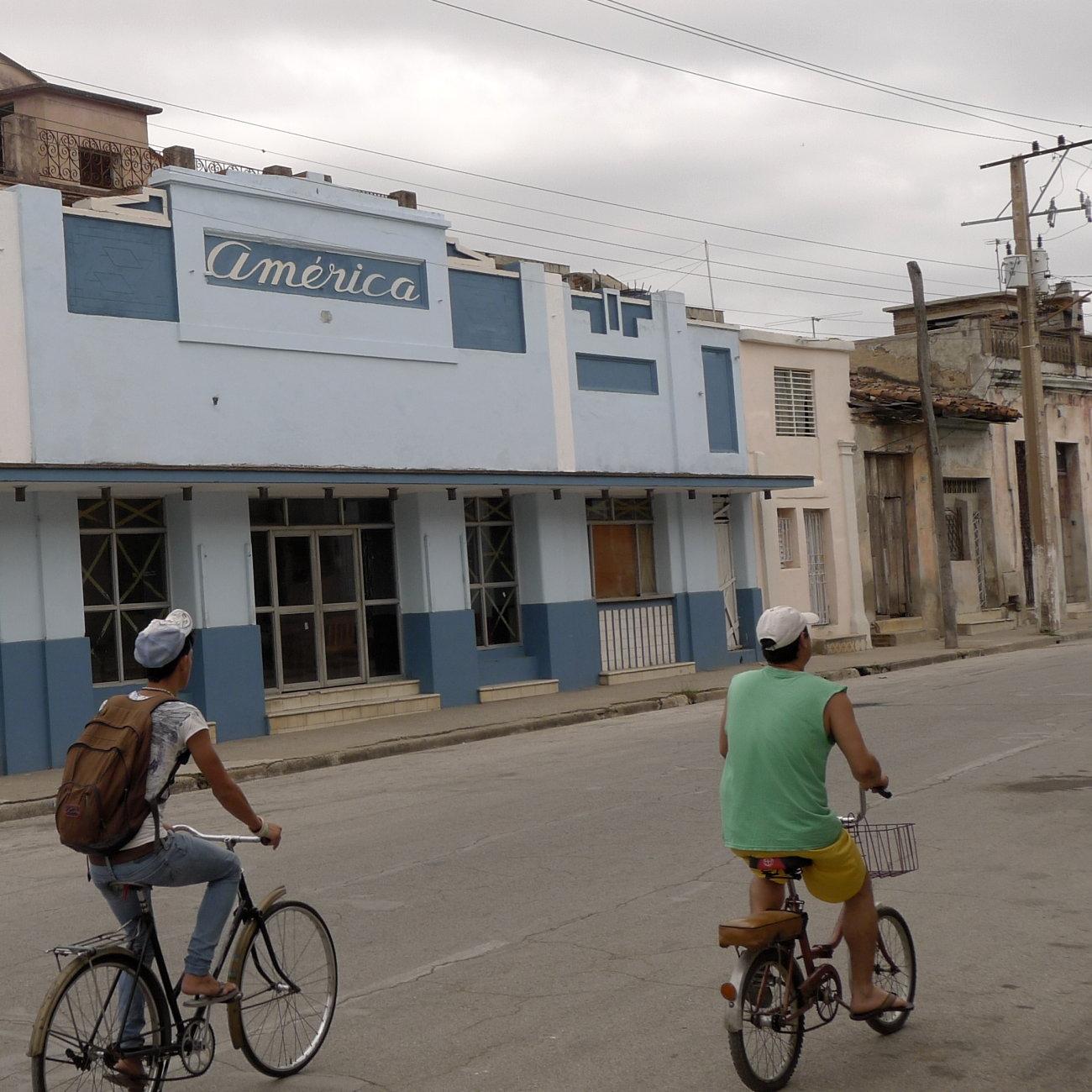 Fahrdfahrer, Haus mit Aufschrift America, Camagüey