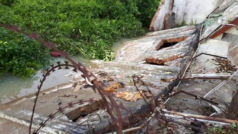 Sungai Meluap Lapas Jambi Jebol Kebanjiran, Puluhan Napi Berenang Melarikan Diri