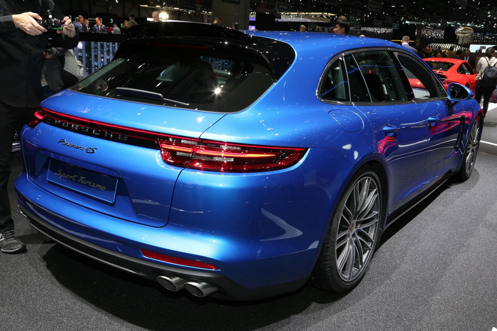 new 2018 porsche panamera sport turismo shows its sexy side carscoops. Black Bedroom Furniture Sets. Home Design Ideas