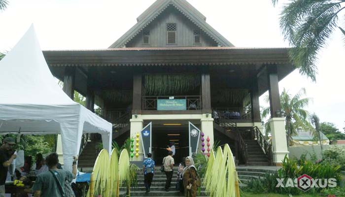 Gambar rumah adat Indonesia - Rumah adat Gorontalo atau Rumah Dolohupa